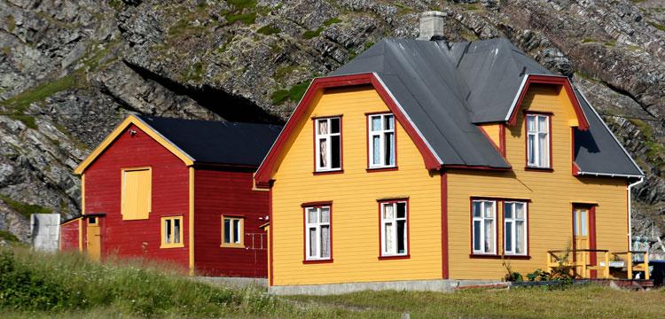 """""""Immobilien in Norwegen: warum kaufen immer mehr Deutsche ein kleines Haus am Meer?"""""""