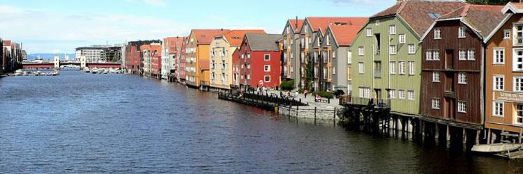 In Trondheim finden Sie sicher ein Ferienhaus am Wasser zu kaufen. Die Auswahl an Immobilien in Norwegen ist groß, auch für Ausländer.