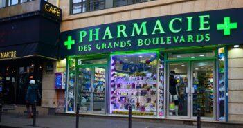 Pharmacie Billmann: bei einer Apotheke in Frankreich Medikamente bestellen? (Foto: Shutterstock-Daniele COSSU)