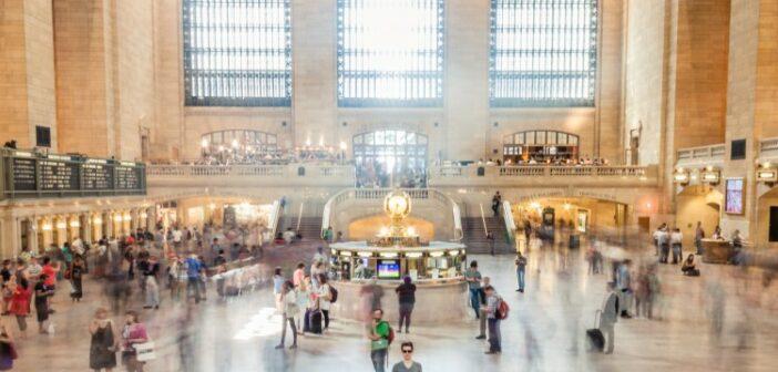Zeitungen: von 5 Top-Pressetiteln im Bahnhofsbuchhandel