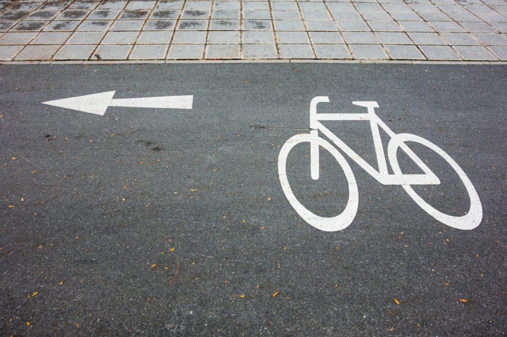Infografik: -Sicherheitsmarkierung auf dem Fahrradweg