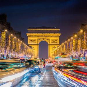 Avenue des Champs-Elysees: Die Schönheit Frankreichs muss manchen Angestellten über die niedrigen Löhne hinwegtrösten.