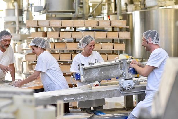 Eine Arbeitshose für Handwerker, Sicherheitsschuhe für die Industrie oder die Kochjacke für die Gastronomie wird häufig vom Arbeitgeber beschafft.
