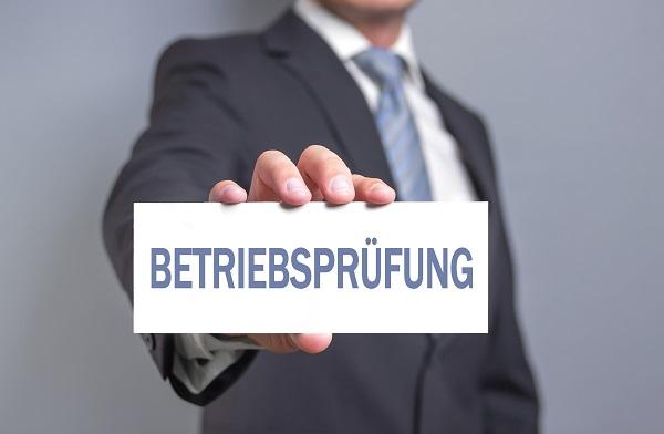 Eine Betriebsprüfung durch das Finanzamt kann sowohl Selbstständige als auch Unternehmen oder Freiberufler treffen.