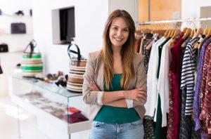 Ob der Verkaufsstart mit einem eigenen Laden oder mit einem Online-Shop beginnt, hängt auch vom finanziellen Rückhalt der Gründer ab. (#2)