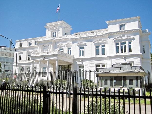 Wenn Sie als Existenzgründer in den Vereinigten Staaten durchstarten wollen, so ist das Generalkonsulat in Hamburg jedoch nicht die richtige Adresse, wenn Sie Fragen haben. Wenden Sie sich dann direkt an die USCIS. (#07)