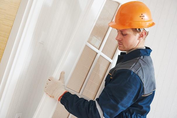 Arbeitet ein ALG II-Empfänger mehr als 15 Stunden pro Woche hauptberuflich selbstständig, so muss er sein Gewerbe beim Gewerbeamt anmelden.(#01)