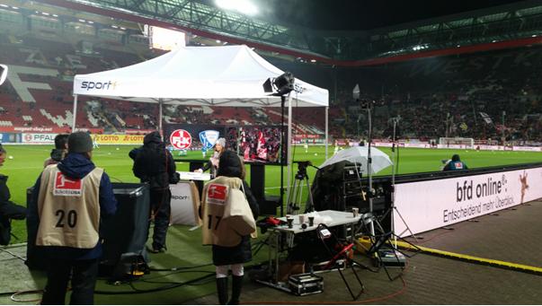Die Digital Backdrops im Einsatz beim Spiel des FCK gegen Bochum auf dem Betzenberg. Foto: Carl Group (#01)