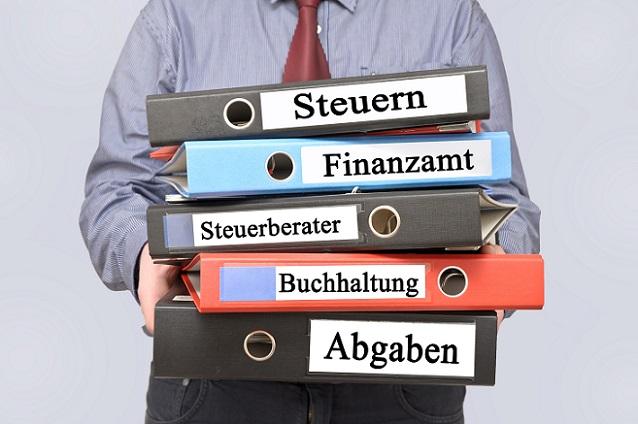 Die Steuerberaterprüfung besteht aus drei Mal sechs Stunden reine Klausurenzeit, wobei die Zeit knapp bemessen ist. (#03)