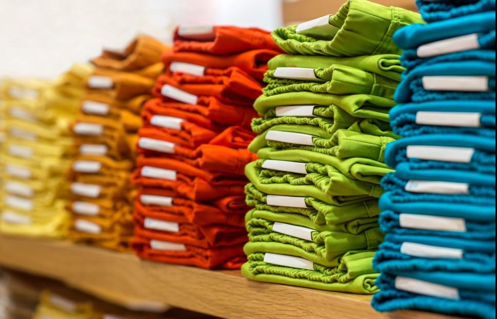 Sobald die T-Shirt-Rohlinge ausgesucht wurden, kann die Produktion beginnen. (#1)