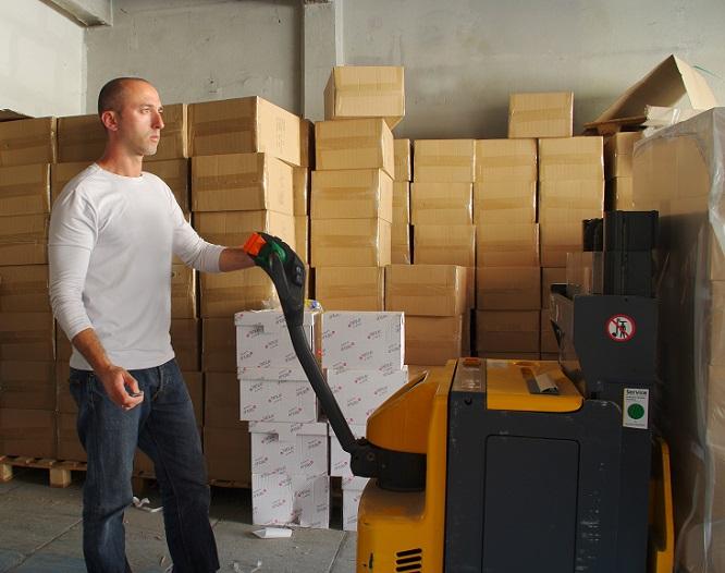 Typische Branchen, in denen oft Arbeitsstellen für Lagerarbeiter offen werden, sind beispielsweise in der Nahrungsmittelherstellung, in der Textilbranche, Pharmazie, Transport, im Bereich Fahrzeugbau bzw.- instandhaltung, allgemein im Handel und Papier sowie Druck. (#04)