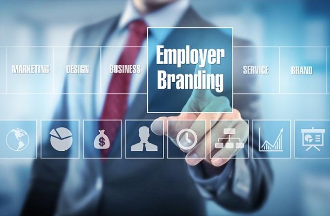 Unter Employer Branding versteht man den Aufbau und die Pflege einer Arbeitgebermarke. Dabei präsentiert sich das Unternehmen als attraktiver Arbeitgeber, mit dem Ziel, neue Mitarbeiter zu gewinnen und bestehende zu binden. (#01)