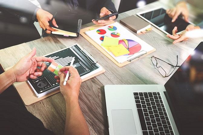 Beginnen Sie am Anfang: die Gründungskosten. Überlegen Sie, welche Finanzmittel Sie als Gründer brauchen. Sind Anschaffungen und Investitionen nötig oder starten Sie mit dem, was Sie haben? (#02