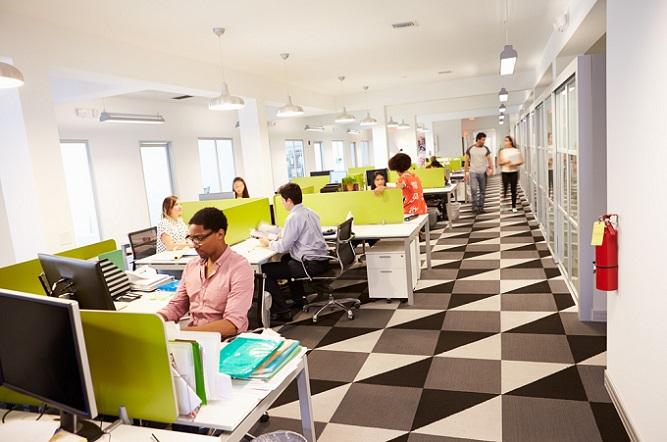 Wer auf der Suche nach dem ersten Büro ist, der hat wahrscheinlich noch ein knappes Budget und möchte nicht so viel Geld für die Büroeinrichtung ausgeben. Sie sollten jedoch nicht am falschen Ende sparen, denn eine hochwertige Einrichtung ist in vielerlei Perspektiven von Interesse.