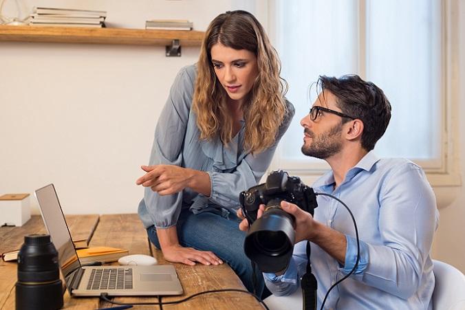 Fotograf: Sofern er nicht künstlerisch tätig ist, ist ein Fotograf als Gewerbetreibender zu qualifizieren. Wo tatsächlich die künstlerische Tätigkeit beginnt, ist nicht gänzlich klar umrissen, allerdings wurden nach der Rechtsprechung des Bundesfinanzhofs schon Landschafts-, Künstler-, Portrait- und Werbefotografen als Gewerbetreibende eingeordnet. (#03)