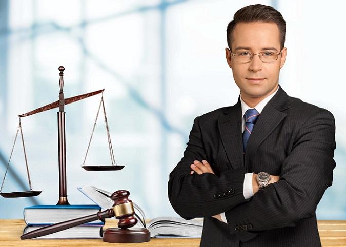 Die Definition für Freiberufler findet sich im Gegensatz zur Selbständigkeit direkt im Gesetz und muss nicht erst aus dem Umkehrschluss hergeleitet werden. Gemäß § 18 Absatz 1 Satz 2 des Einkommenssteuergesetzes (kurz EStG) sind Freiberufler solche, die wissenschaftlich, künstlerisch, schriftstellerisch, unterrichtend oder erzieherisch selbständig tätig sind. (#02)