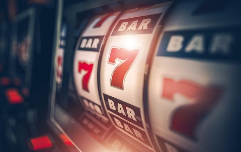 Mit dem Glücksspiel werden jedes Jahr auf der ganzen Welt Milliarden von Euro verdient.(#01)