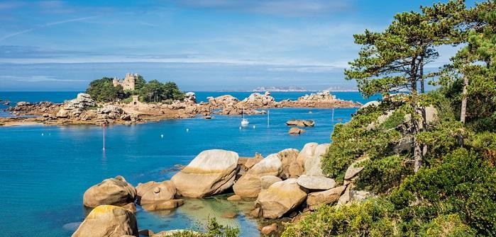 Atlantikküste Frankreichs: Luxus-Camping-Urlaub aber auch preiswerte Variante möglich