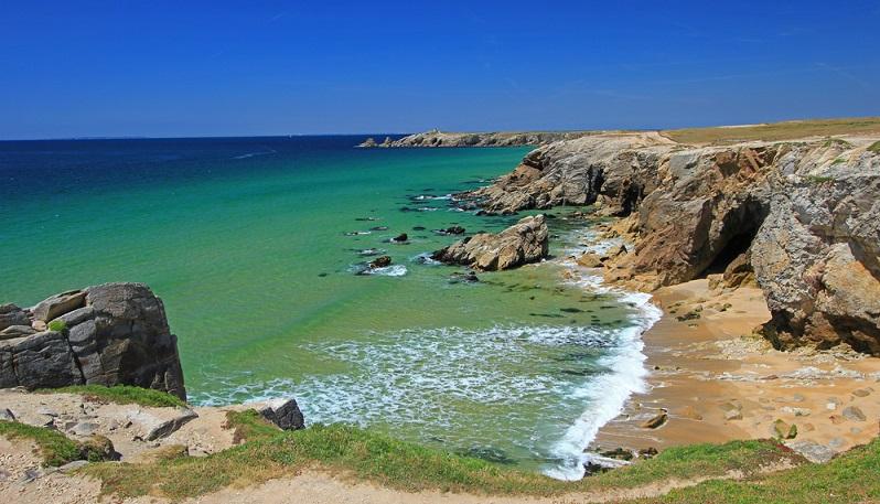 Die Atlantikküste von Frankreich reicht von der Normandie ganz im Norden über die Regionen Bretagne, Pays de Loire und Poutiou-Larentes bis nach Aquitanien ganz im Süden. (#01)