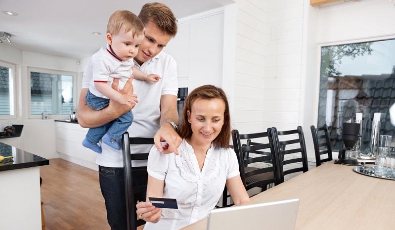 Bei der Familienplanung spielen die Kosten eine große Rolle, gerade dann, wenn einer der Partner oder sogar beide selbstständig sind. Während Angestellte in aller Ruhe in Elternzeit gehen und Elterngeld bekommen, ist es bei Selbstständigen nicht so einfach. (#01)