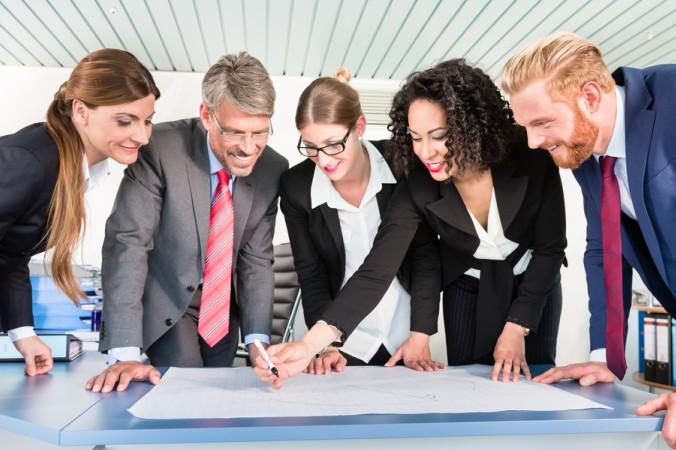 Durch den Einsatz beider Lean Management Methoden kann ein Konzern seine Effizienz steigern, die Kosten senken und den Produktionsumfang steigern. Er wird oder bleibt dadurch wettbewerbsfähig. (#2)