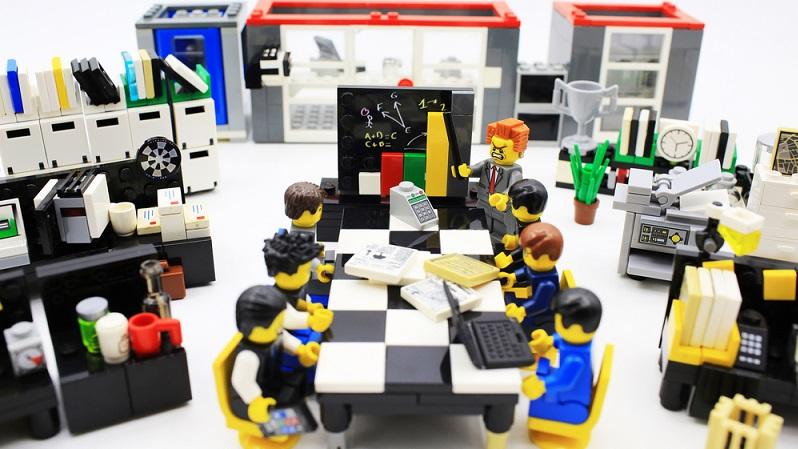 Beim Crowdinvesting investieren viele Einzelne gemeinsam in ein Unternehmen (#03)