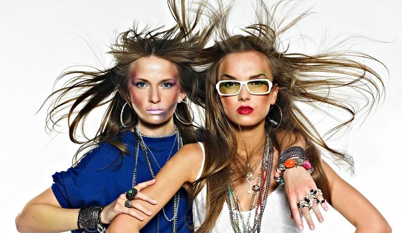 Hier finden sich vielmehr Angebote an Mode, Schmuck, Wohnartikeln und Produkten aus dem Lifestyle-Bereich.(#01)