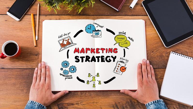 Damit die Zielgruppe jedoch erst einmal zum Startup findet, sind die entsprechenden Vorbereitungen nötig: Ohne eine geschickte Marketingstrategie geht es also nicht. (#03)