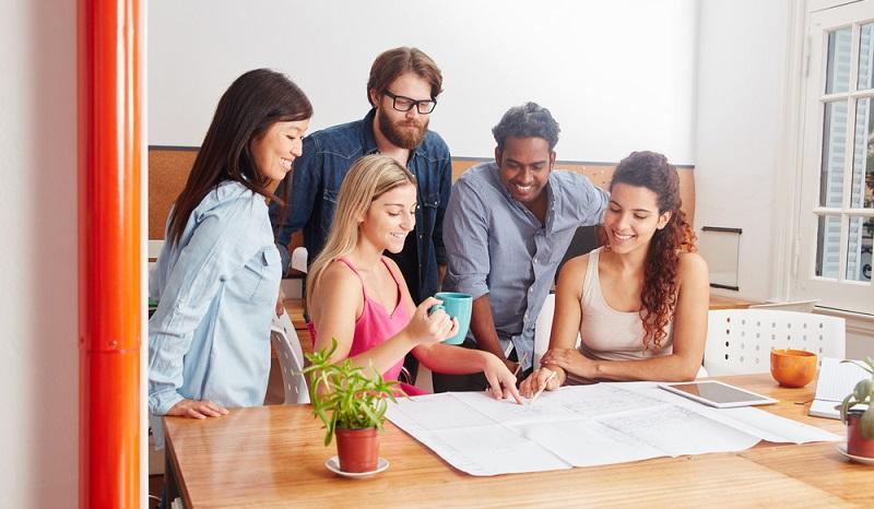 Ein gutes Team ist für ein junges Unternehmen ein eindeutiger Pluspunkt: Die Mitarbeiter kennen sich und gehen gemeinsam und optimistisch an die Problemlösungen heran. (#04)