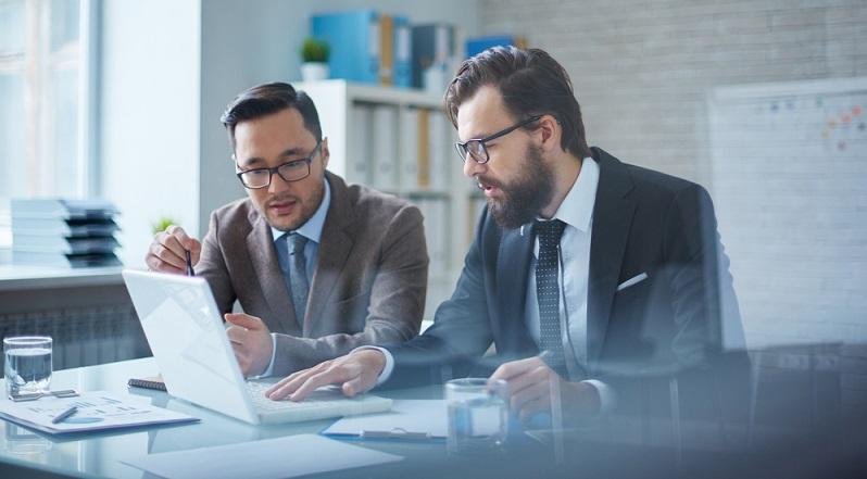 Wer ein Start-up plant, sollte nicht allein auf sich selbst vertrauen, sondern gerade am Anfang auch externe Berater um Rat bitten. (#01)