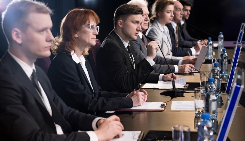 Beamte in Deutschland haben immer noch eine herausragende Stellung in Bezug auf ihr Arbeitsverhältnis. (#01)