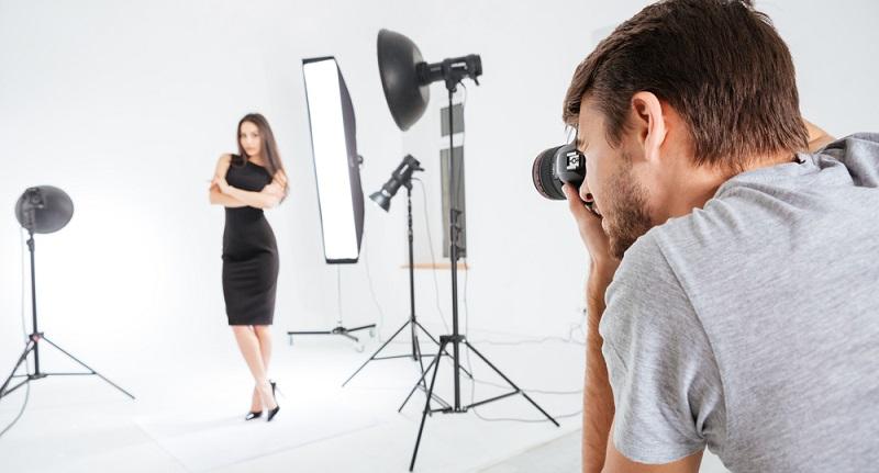 Selbststaendig alsDa eine Begleitdame immer auch mit Fotomaterial beworben wird, kommt vor allem der Kooperation mit einem Fotografen eine besondere Bedeutung zu. (#04)