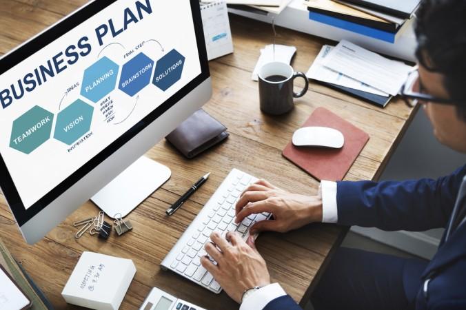 Grundvoraussetzung für künftige Investeroren ist jedoch der Businessplan. Er ist die Basis einer Finanzierungsmöglichkeit. Investoren und Banken können so erkennen, ob ein Geschäft auch langfristig tragfähig ist. (#4)