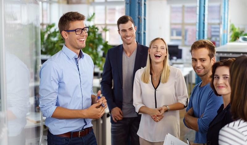 Mitarbeiter einstellen und motivieren: Besonders Existenzgründer brauchen für ihre Startups Mitarbeiter, die bei der Sache sind und mit Freude täglich ihren neuen Arbeitsplatz aufsuchen, um dort ihr Bestes zu geben. (#01)