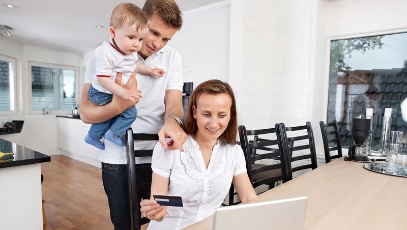 Der Vorteil daran, angestellt tätig zu sein, ist, dass feste Arbeitszeiten vorgegeben sind. Das Kind wird pünktlich in die Betreuung gegeben, Sie starten mit Ihrer Arbeit. (#03)