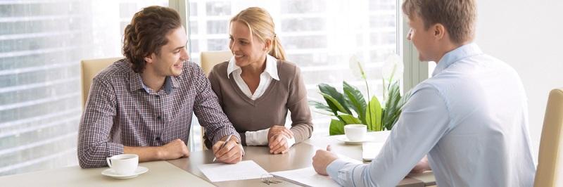 Erfahrene Finanzfachleute empfehlen, Kreditanträge immer gleichzeitig zu stellen. Denn: Jede Bank nimmt in der Regel eine Abfrage bei der Schufa vor und informiert sich über eventuelle negative Einträge zu Ihrer Person. (#03)