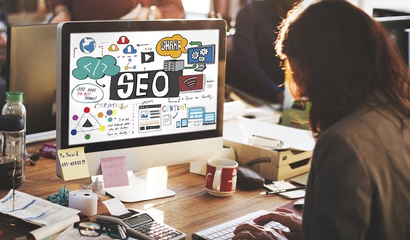 Social Media sind nicht mehr aus dem Online-Marketing wegzudenken. Facebook, Twitter, Snapchat, YouTube, Google+, XING, LinkedIn, Instagram, Pinterest und Co. gehören fest zum Alltag dazu und werden privat von fast jedem genutzt. (#03)