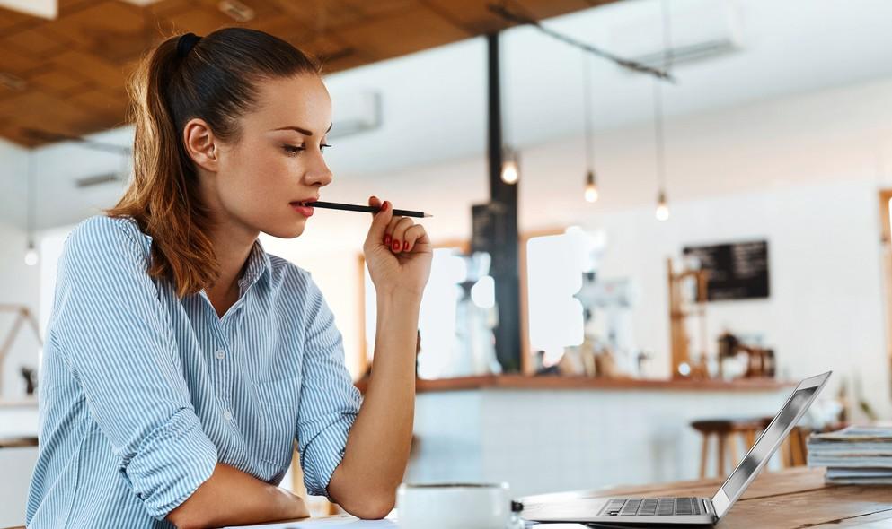 """Redaktionelle Arbeiten """"Texte schreiben"""" sind heutzutage für viele Menschen ein klasse Nebenjob. Man kann schnelles Geld verdienen und die dazu nötigen Arbeiten bequem zuhause auf dem Sofa ausführen. Als Frau könnte man sich dabei recht wohl fühlen. (#5)"""