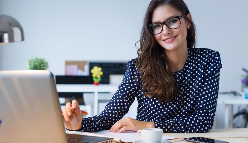 Ob man ein neues Unternehmen gründet oder eine Unternehmensnachfolge antritt: Als Freiberufler oder Selbständiger muss man die Buchhaltung im Auge behalten. Doch was bedeutet die sogenannte einfache Buchführung für Kleinunternehmer?