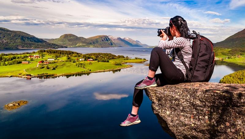 Ein Werbefotograf darf mit einem Honorar von 700 bis 1500 Euro am Tag rechnen.