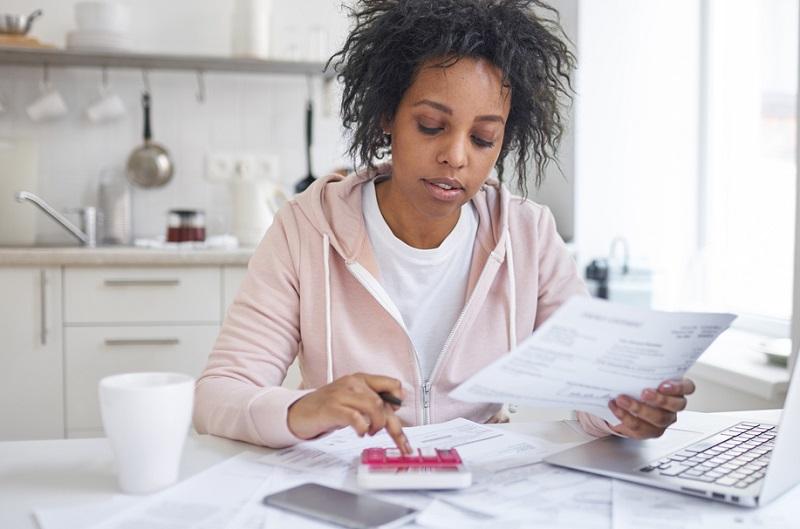 Wer sein Geschäft zunächst nebenberuflich startet, reduziert das Risiko, in eine Situation zu geraten, in der die finanzielle Existenz bedroht ist.
