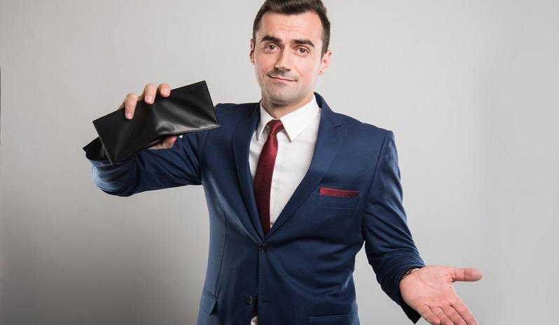 In manchen Fällen wird aus dem Zahlungsrückstand nach einiger Zeit eine nicht einziehbare Forderung. Das bedeutet, dass es nicht mehr möglich ist, das Geld vom Kunden einzufordern – nicht einmal wenn das Unternehmen ein Mahnverfahren anstrebt.