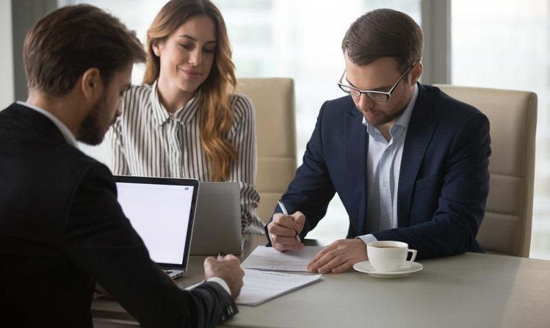 Sinnvoll ist es immer, die Versicherungen für Gründer genau unter die Lupe zu nehmen und das individuelle Risiko zu bestimmen.
