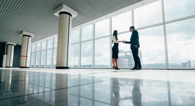 Gründer müssen mit hohen Kosten rechnen, wenn sie sich mit ihrem neuen Unternehmen auf dem Markt behaupten wollen. (Fotolizenz-Shutterstock: _F8 studio)