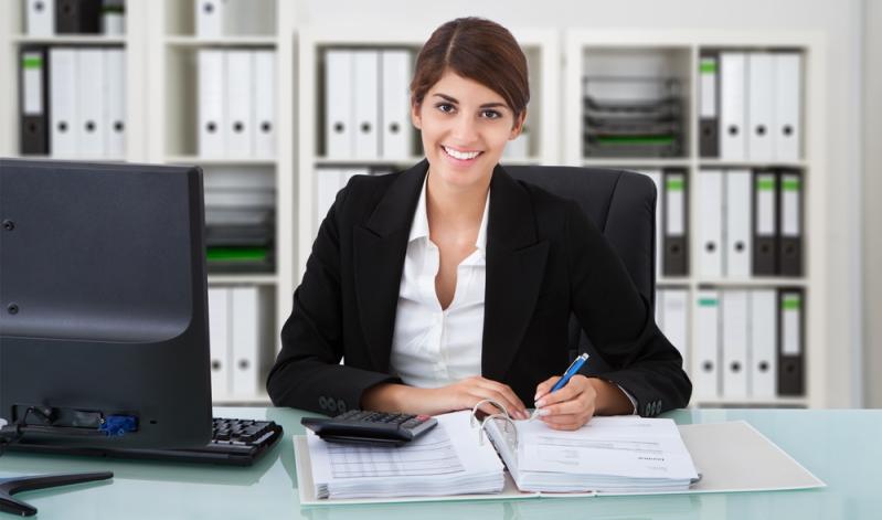Die Entscheidung für das Outsourcing wird meist aus Kostengründen getroffen, um die Leistungstiefe effizienter zu gestalten.