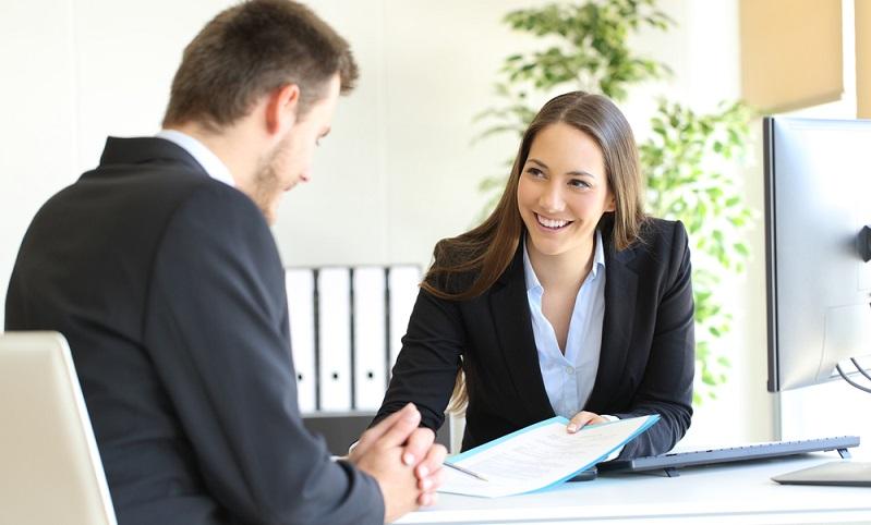 Der größte Vorteil für den Arbeitnehmer liegt auf der Hand. Wenn der Arbeitgeberdarlehen Zinssatz niedriger ist als marktüblich, lassen sich je nach Kreditsumme hohe Kosten sparen. ( Foto: Shutterstock-Antonio Guillem )