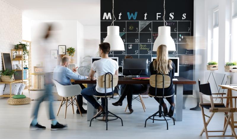 In den Coworking Spaces bildet sich eine Gemeinschaft, die über erstklassige Kompetenzen verfügt, von denen gegenseitig profitiert wird. (Foto: Shutterstock - Photographee.eu)
