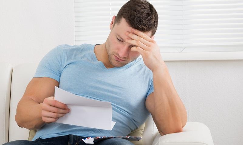 Beantragen Selbstständige oder Freiberufler einen Kredit, wird sich die Bank erst einmal an die Schufa wenden und hier eine Abfrage durchführen. ( Foto: Shutterstock- Andrey_Popov)