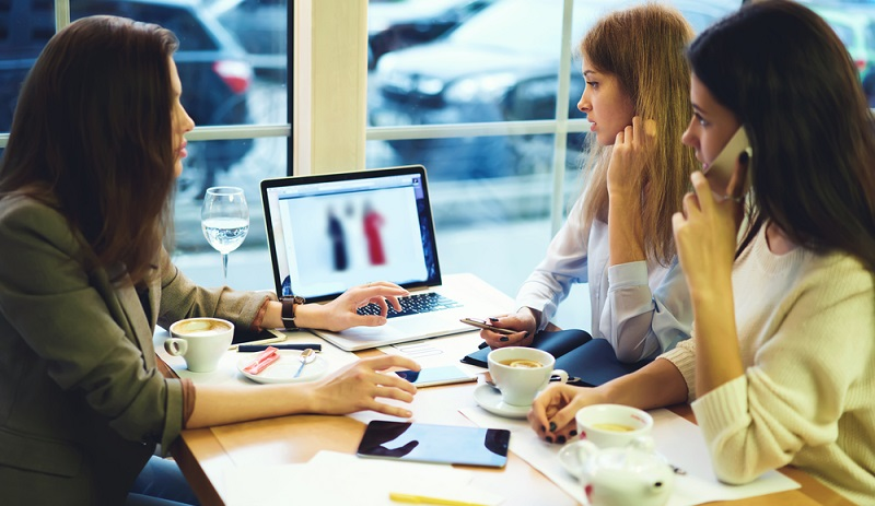 Kunden bekommen im besten Fall alle Kosten detailliert aufgeschlüsselt. Es sollte ersichtlich sein, wie viel Zeit und Aufwand in die Optimierung einfließt und was Reportings und Analysen kosten. ( Foto: Shutterstock-GaudiLab )