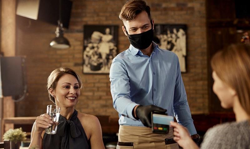 Die Ergebnisse der Studie belegen auch den Erfolg von SumUp. 38 Prozent der Befragten gaben an, lieber in Geschäften einzukaufen, welche bargeldloses Bezahlen ermöglichen, als bei Wettbewerbern, welche dies nicht anbieten. ( Foto: Shutterstock-Drazen Zigic )